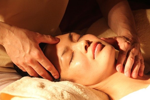 traditional Chinese massage session